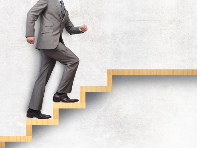 ステップアップするビジネスマン