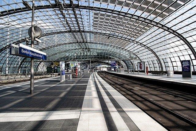 無人駅のプラットフォーム